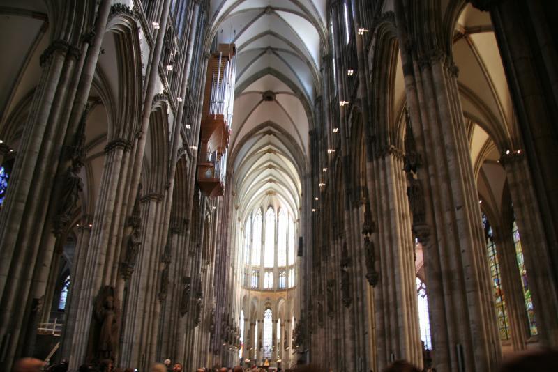 Готический интерьер Кёльнского собора