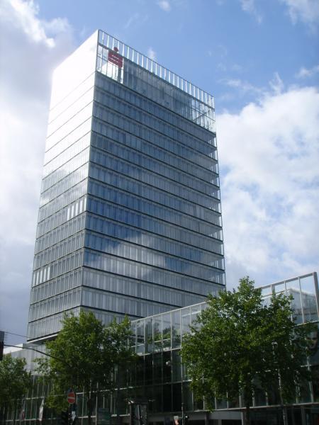 Торгово-офисное здание в центре Дюссельдорфа