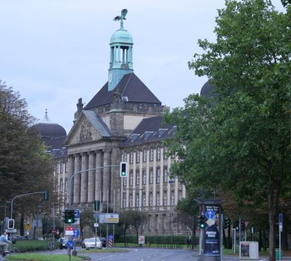 Классическое бундесздание в Дюссельдорфе