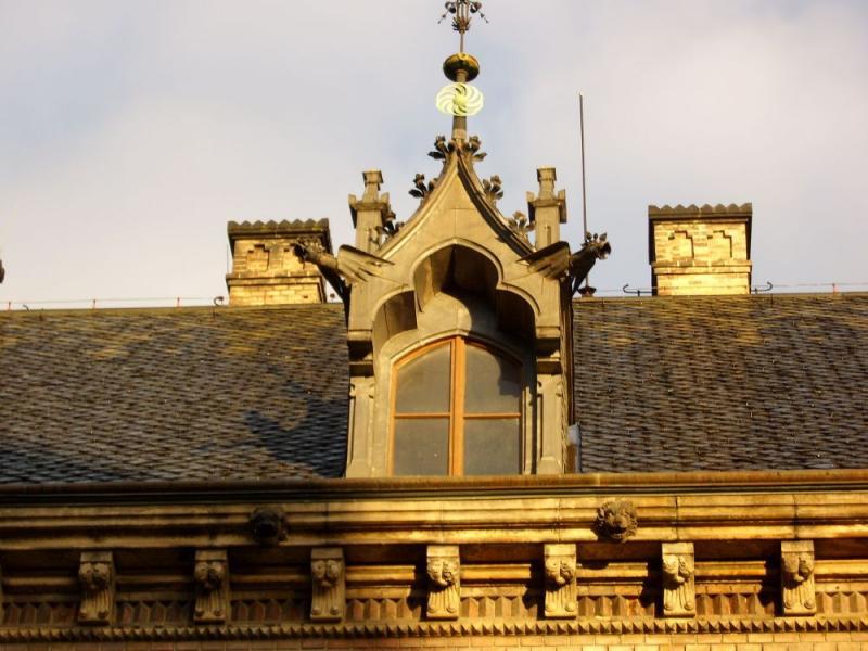 декор одного из чердачных окон. Прага.