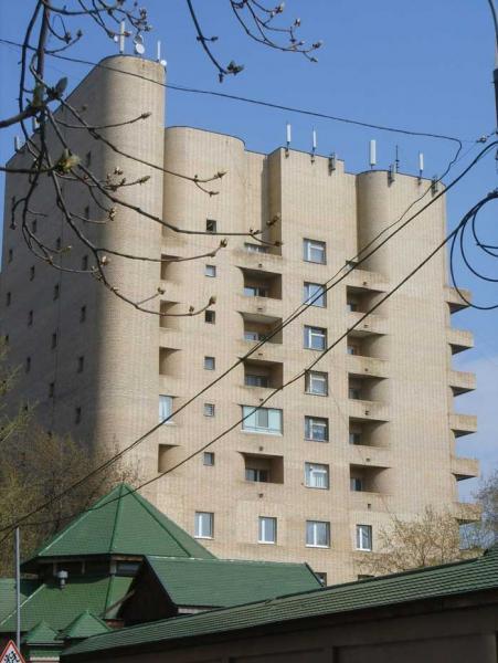 Кирпичный жилой дом на Зоологической улице