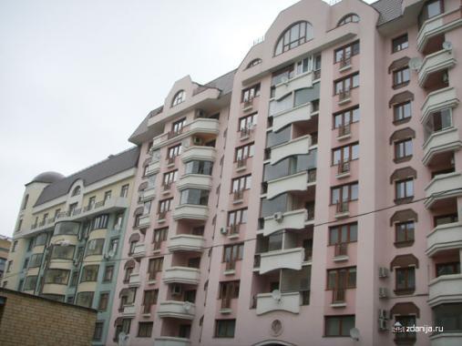 Пёстрый фасад здания  ул. 2-ая Тверская-Ямская, дом 28