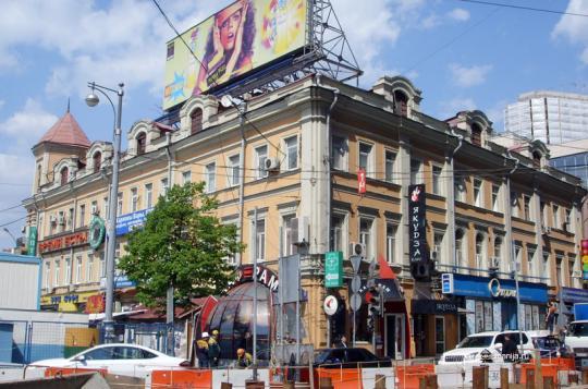 Здание в стиле классицизм, Москва, ул. Лесная, дом 1