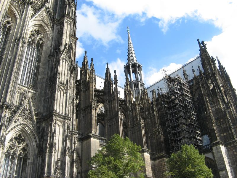 Вид на Кёльнский собор сбоку