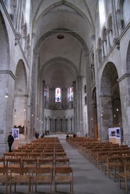 Романский собор в Кёльне ( неф )