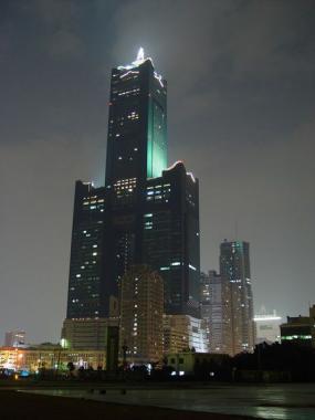 небоскрёб Ти энд Си Тауэр ( TST - Tuntex & Chien-Tai Tower ) ночной вид