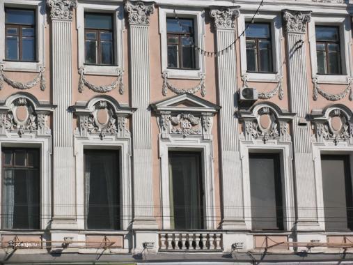Декор фасада Елисеевского магазина