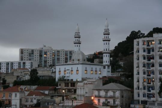 дома и минареты Алжира вечером