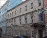 старое здание с декором н...