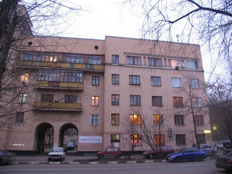 правая часть  дома 5 /7 по улице Шухова