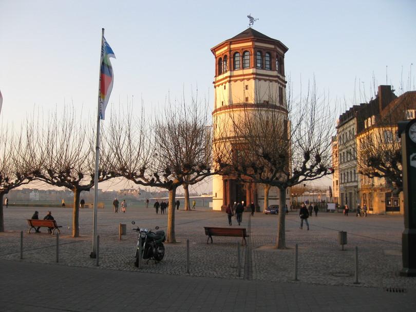 дворцовая башня, оставшаяся от сгоревшего дворца курфюрста Иоганна Вильгельма II