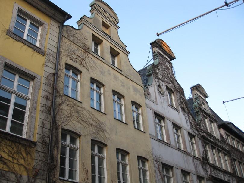 типичные жилые дома для исторической части дюссельдорфа