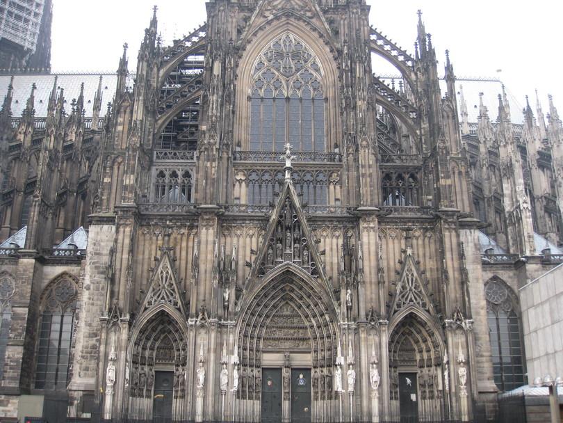кёльнский собор (строился около 632 лет)