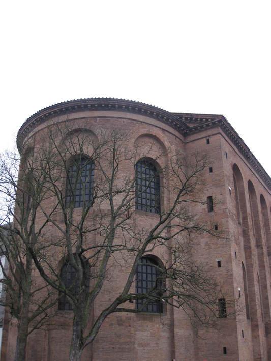 базилика из плоского (римского) кирпича