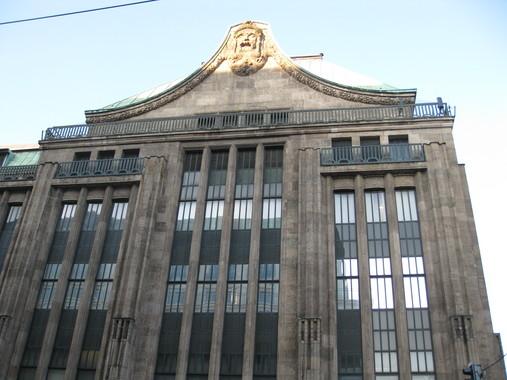 торговый центр в дюссельдорфе с замысловатым элементом декора