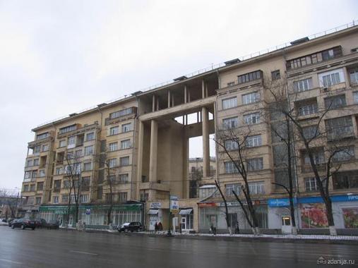 необычный конструктивистский дом на Велозаводской