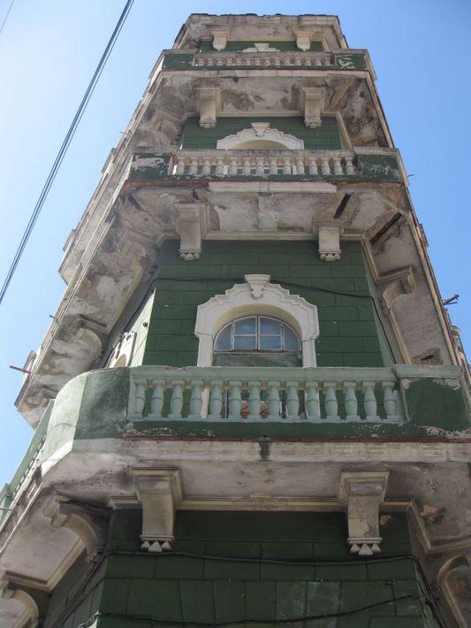 жилой дом с балконами