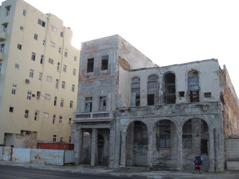 заброшенное здание, не пригодное для жилья
