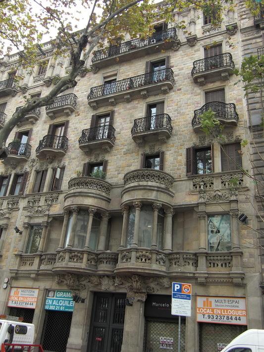 Здание жилого дома на Gran Via de les Corts Catalanes