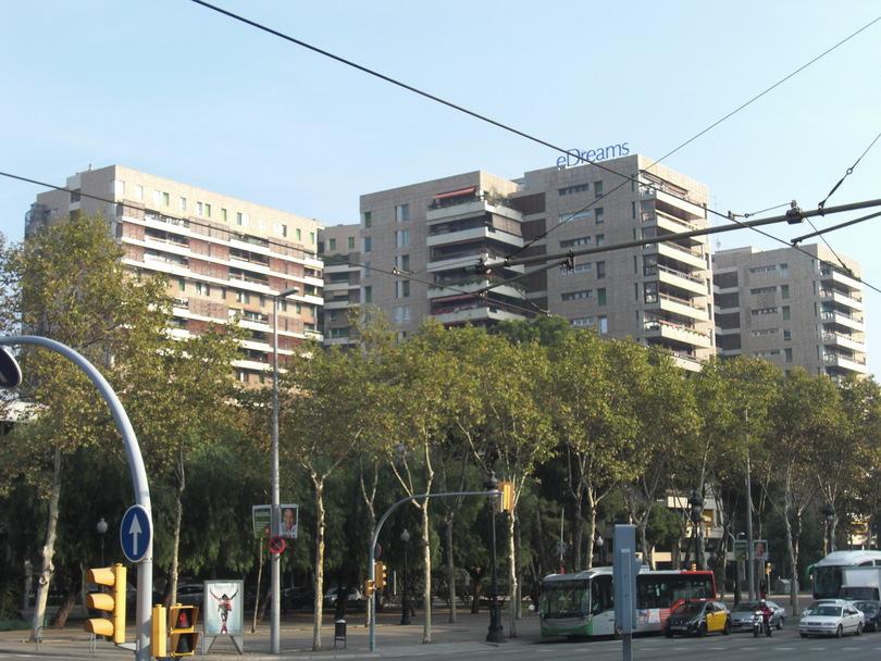 Здания жилых домов на Avinguda Diagonal в Барселоне