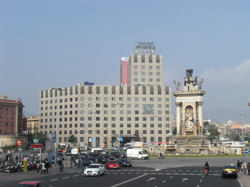 Здание отеля Каталония Плаза