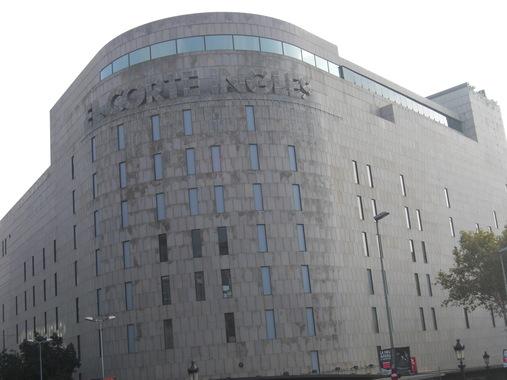 Здание торгового центра на площади Каталонии