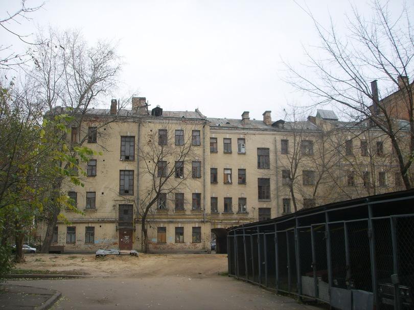 Старенький дом возле Грузинской площади ( м. Белорусская) Москва