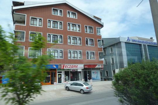 Жилое здание с магазинчиками на первом этаже