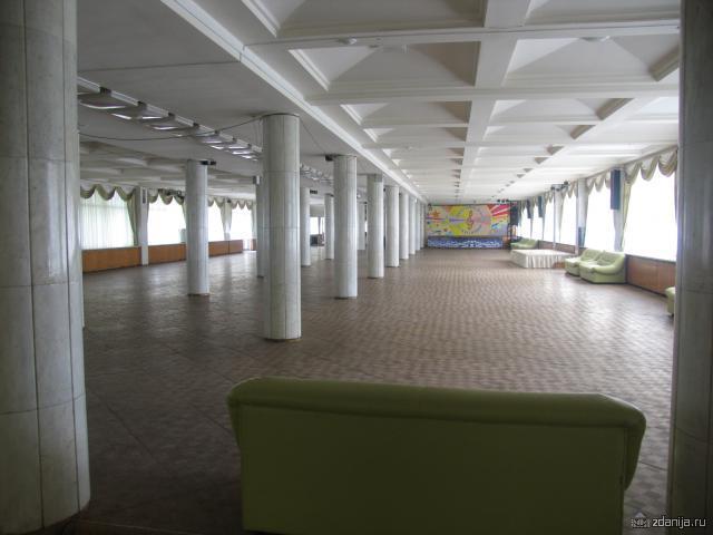 танцзал 2-ого этажа ДК Зил