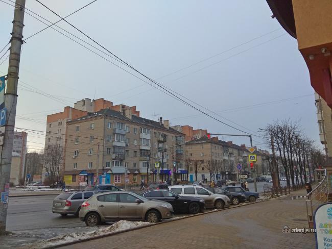 Пятиэтажка 1-447C-4 с магазинами на первом этаже, Смоленск - серия?