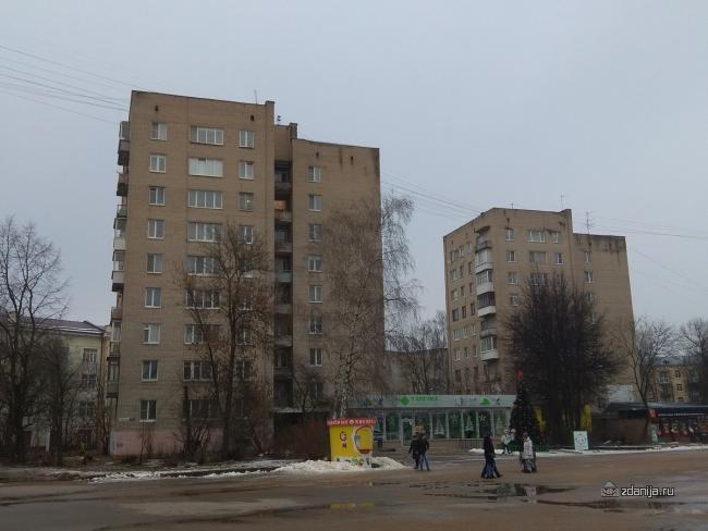 Кирпичные девятиэтажки с магазинами на первом, Смоленск