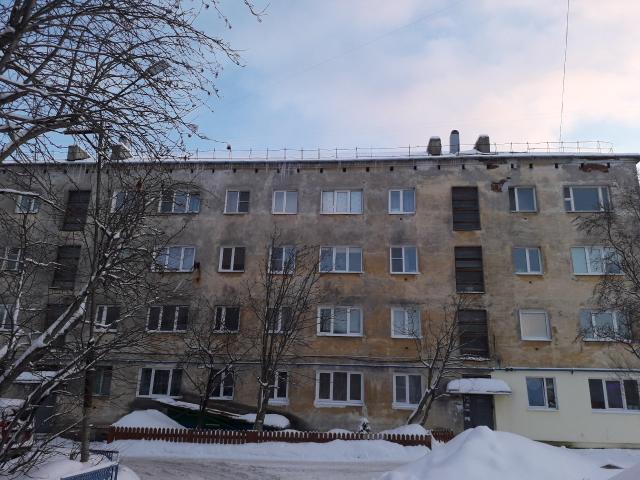 Серия 1-447С-2 - 4 этажа, 2 подъезда, с торца 2 ряда окон, без балконов, 4-х скатная крыша, в части 1-го этажа встроен магазин. Ищу проект МКД.