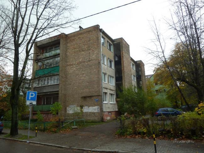 Любопытный кирпичный четырёхэтажный дом Калининград