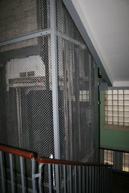 подъезд пятиэтажкии с лифтом