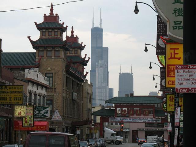 Вид на Сирз тауэр из китайского квартала