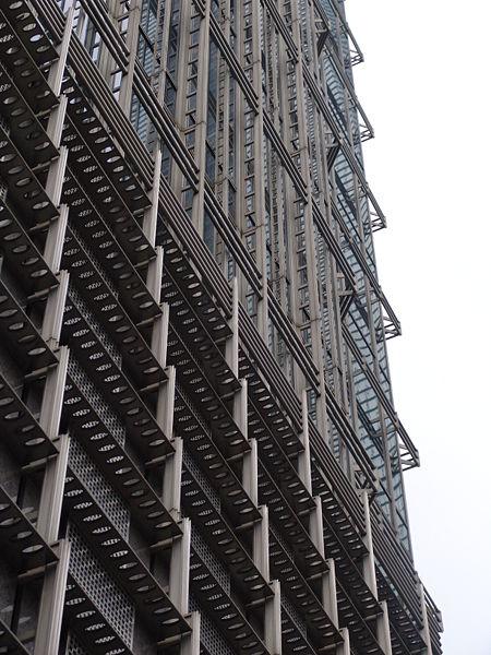 Решёдка фасада небоскрёба