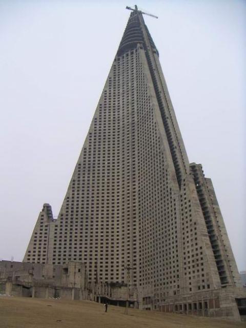 """Северная Корея, Пхеньян, """"Ryugyong Hotel""""."""