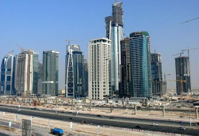 комплекс небоскрёбов Jumeirah Lake Towers (JLT) («Джумейра Лэйк Тауэрс»)
