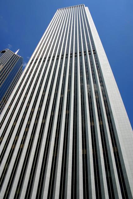 небоскрёб Аон-Центр фасад, вид снизу