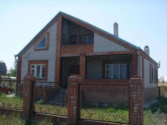 Продаётся двухэтажный кирпичный дом под Армавиром