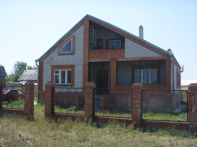 Продаётся двухэтажный кирпичный дом под Армавиром 2 общий вид