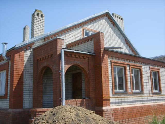 Продаётся двухэтажный кирпичный дом - вид с внутреннего двор
