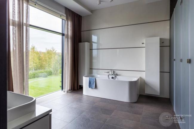 Интересный дизайн ванных комнат в коттеджах