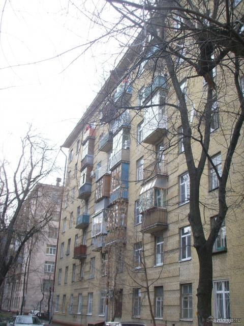 кирпичный многоэтажный дом
