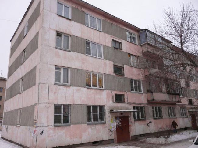 Помогите определить серию еще одной кирпичной(?) 4-х этажке в Чeлябинcкe