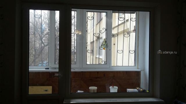 Окно в зале