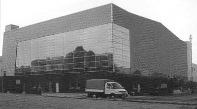 Пример здания с сэндвич-панелями поэлементной сборки на основе кассетного профиля
