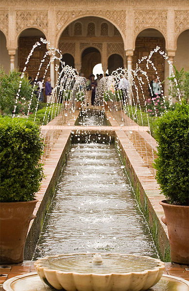 http://www.zdanija.ru/images/zdnArch1/389px-Alhambra_Generalife_fountains.jpg