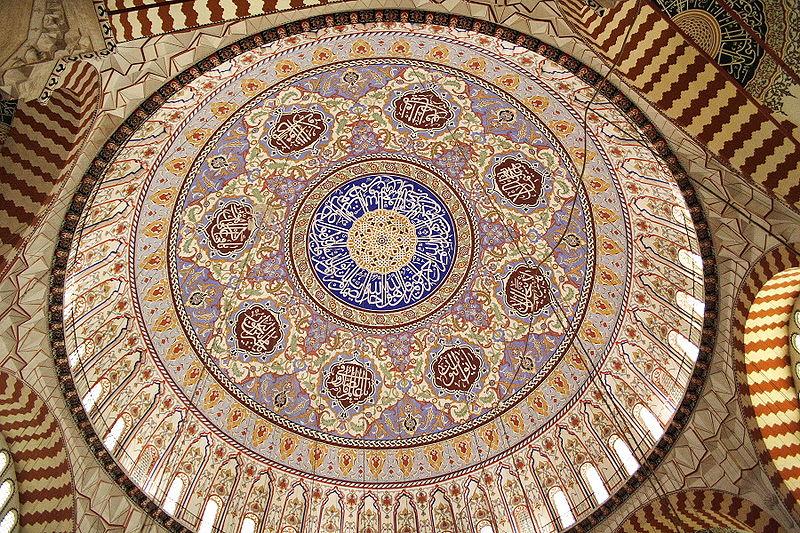 Интерьер главного купола мечети  Селима  в Эдирне, Турция
