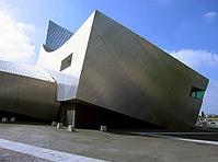 деконструктивизм - Музей мировой войны в Манчестере. Архитектор – Д. Либескинд